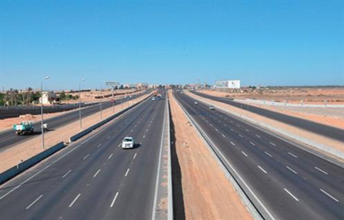 إغلاق الحارة اليسري بالاتجاهين طريق القاهرة السويس الصحراوي
