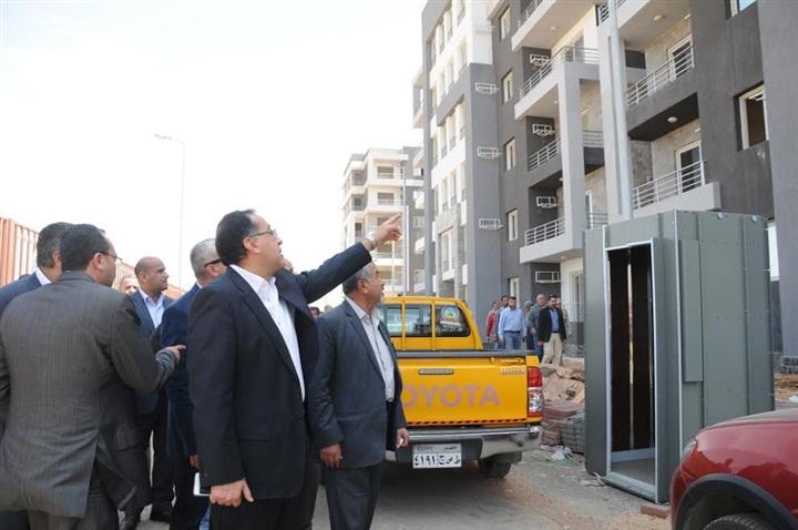بالصور... وزير الإسكان في جولة تفقدية بمدينة الشروق