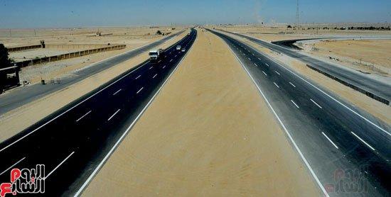 بالصور.. انتهاء تطوير طريق  القاهرة السويس  استعدادا لافتتاحه