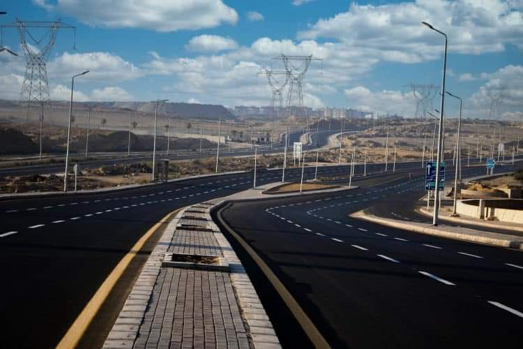 وزير الإسكان  الانتهاء من تطوير وتوسعة محور جمال عبدالناصر بطول 8 كم بمدينة الشروق