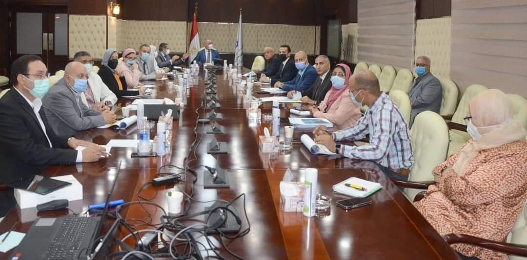 وزير الإسكان يتابع ملف التصالح على مخالفات البناء فى المدن الجديدة