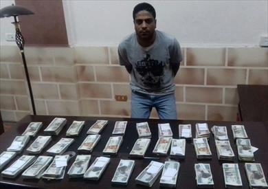 ضبط عامل بتهمة سرقة 400 ألف جنيه من داخل شركة بمدينة الشروق
